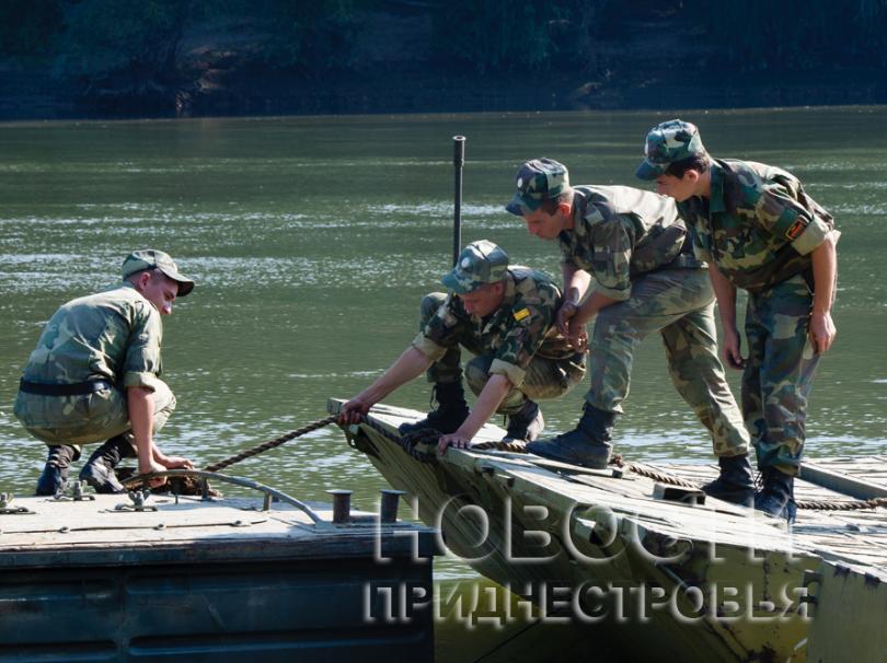 Приднестровская армия форсирует Днестр